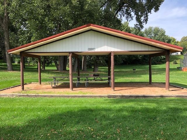 shows small shelter at Redwood park