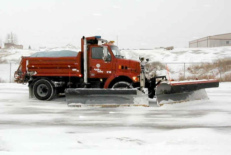 Snow plow with salt mix